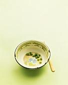 Peas in an enamel bowl