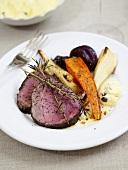 Roastbeef mit Wurzelgemüse und Sauce Bearnaise