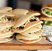 Panini mit Schinken, Spinat und Käse