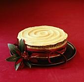 Christmas Cake (Weihnachts-Früchtekuchen) mit Creme verziert