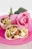 Raisin muffins with a rose