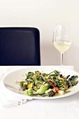Platte mit gedünstetem Gemüse