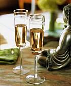 Zwei Gläser Rosé Champagner