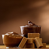 Dark and light caramel in dishes with caramel sweets