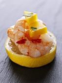 Prawns with chilli and mango on a slice of lemon