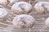 Vanillekipferl (cresent-shaped vanilla biscuits) (close-up)
