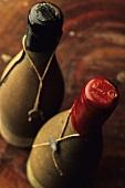 Zwei alte Weinflaschen