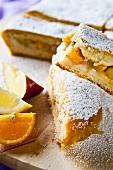 Obstkuchen mit Apfel, Orange und Zitrone