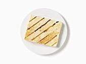 Gegrillter Tofu auf weißem Teller