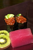 Tuna sashimi, kiwis and maki with salmon caviar
