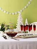 Beeren-Punsch am Weihnachtsbuffet