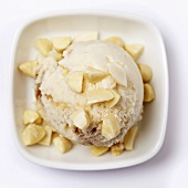 Almond ice cream with chopped almonds