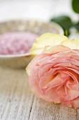 Rose und Badesalze