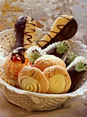 Langues de chat & cinnamon biscuits with white chocolate