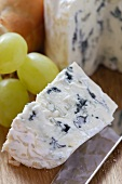 Blue cheese with grapes and baguette
