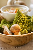 Romanesco and mushrooms with dip