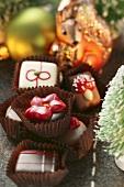 Weihnachtliche Pralinen; Deko: Eichhörnchen