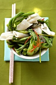 Rice noodles with pak choi and yardlong beans