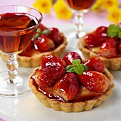 Strawberry tartlets with mint; dessert wine