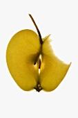 Apfelscheibe mit Stiel, angebissen