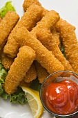 Fish fingers with lemon and ketchup