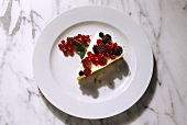 A piece of summery dessert gateau with berries