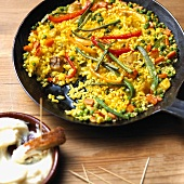Pan-cooked vegetable and rice dish