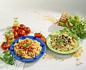 Penne mit Tomatensauce und Farfalle mit Pesto