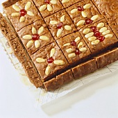 Tray-baked gingerbread with almonds