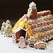 Gingerbread house and small gingerbread figures