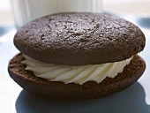 Whoopie pie (filled, round chocolate cakes, USA)