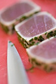 Tuna fillet with chives, in slices