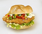Escalope, salad, diced peppers and remoulade in bread roll