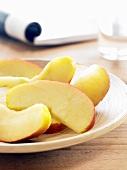 Apfelstücke (Braeburn)