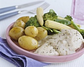Chicken breast in white wine sauce with vegetables