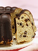 Gugelhupf with raisins and almonds, partly sliced