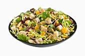Gemischter Blattsalat mit Pute, Mandarinen und Chow Mein Nudeln