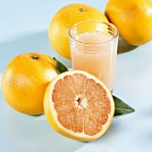 Grapefruit juice, several grapefruits beside it