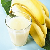 Banana juice, a bunch of bananas beside it