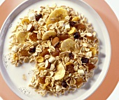 Banana muesli with dried fruit and milk