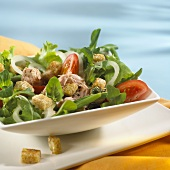 Italian salad with tuna and croutons