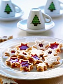 Star-shaped biscuits with mulled wine filling