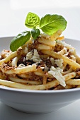 Macaroni with mince sauce and cheese