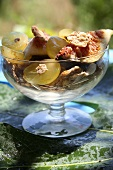 Feigen-Trauben-Salat mit Knusperflakes