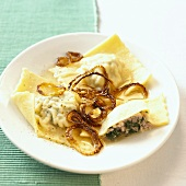 Swabian Maultaschen (filled pasta parcels) with fried onions