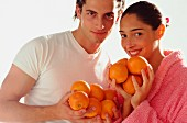 Couple with oranges (healthy diet)