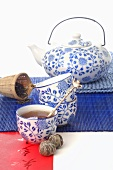 Blue and white patterned teaset (Asia)