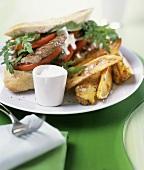 Steak-Sandwich mit Rucola, Tomaten und Ofenkartoffel