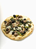 Pizza with mince, olives, spinach and cheese