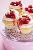 Muffins with cream and redcurrants